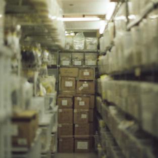 Soorten rekken voor opslag van goederen in het magazijn